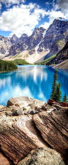 Moraine Lake, Banff National Park, Alberta, Canada #travelinspiration