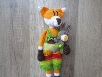 Häkelanleitung Friedrich Fuchs + Hasenfreund Crochet Fox, Crochet Animals, Crochet Hats, Toy 2, Diy Pins, Woodland Creatures, Baby Booties, Hobbies And Crafts, Popular Pins