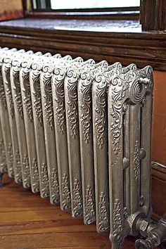 Painting old radiators. If the radiators in my house were this nice, I wouldn't cover them! Steam Radiators, Old Radiators, Cast Iron Radiators, Painting Radiators, Victorian Decor, Victorian Homes, Victorian Era, Painted Radiator, Deco Originale