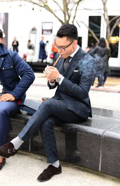 The 27 Best Street Style Looks From Toronto Fashion Week Modern Mens Fashion, Latest Mens Fashion, Love Fashion, Formal Fashion, Fashion Menswear, Fashion Tips, Dapper Gentleman, Gentleman Style, Expensive Suits