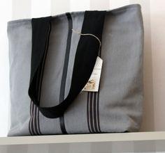 tote bag en toile coton gris, 3 petites rayures. Collection été 2014