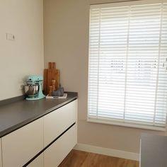 Raambekleding – ZoSan & Co Blog Blinds, Curtains, Blog, Home Decor, Jalousies, Blind, Interior Design, Draping, Home Interior Design