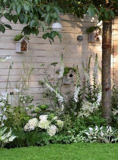 A garden of white flowers – Flower Garden Back Gardens, Small Gardens, Small Garden Trees Uk, Flowers Garden, English Garden Design, Small English Garden, Garden Cottage, White Gardens, Dream Garden
