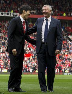 Park Ji-sung & Sir Alex Ferguson share a joke in October 2014. ♥