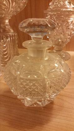 Flacon à parfum en cristal de Baccarat modèle Marabou vers 1840