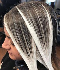 No photo description available. Hair Color Balayage, Hair Highlights, Balayage Hair How To, How To Ombre Hair, Diy Balayage At Home, Balayage Diy, At Home Highlights, Haircolor, Cabelo Ombre Hair
