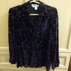 Velvet shirt 82% rayon and 18% silk medium Silk appeal Tops Button Down Shirts