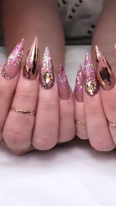 Making your nails look good and attractive is always a good thing to do because it gives more light to your fashion. Here are some lovely and adorable acrylic nails that will give you that good look on your hands. Glam Nails, Cute Nails, Pretty Nails, My Nails, 3d Nails Art, Ongles Bling Bling, Bling Nails, Rose Gold Glitter Nails, Bling Wedding Nails