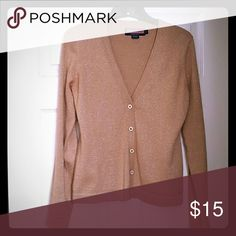 Vineyard vines gold sweater Very cute just didn't fit the way I wanted. Repost item Vineyard Vines Sweaters Cardigans