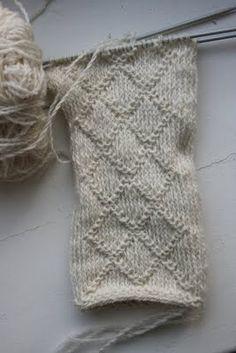 Kaisa P's media content and analytics Knitting Stiches, Knitting Patterns Free, Crochet Stitches, Hand Knitting, Stitch Patterns, Knit Crochet, Crochet Patterns, Knitted Mittens Pattern, Knit Mittens