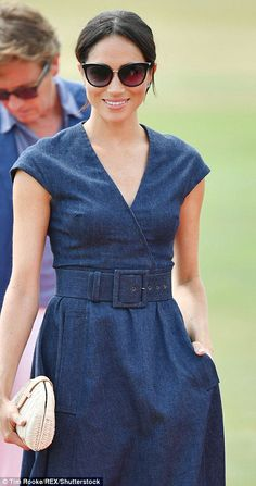 Meghan Markle cheers on Prince Harry in the Sentebale Polo Cup Princess Meghan, Prince Harry And Meghan, Kaya Gerber, Navy Dress Outfits, Royal Family Pictures, Kendall, Meghan Markle Style, Dress Silhouette, Types Of Dresses