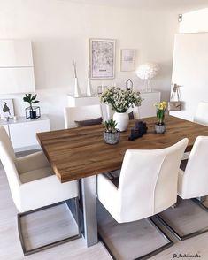 Die Vase Hammershøi passt perfekt in dieses moderne, skandinavisc. Design Vase, Chair Design, Living Room Grey, Home Living, Room Decor Bedroom, Living Room Decor, Apartment Decorating On A Budget, Dining Room Inspiration, Scandinavian Home