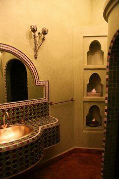 Robinet marocain mural en cuivre jaune / vasque marocaine / salle ...