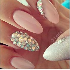 If you want a unique and stylish design, then consider polishing your nails with dots and stripes nail art design. Here are the best ideas for a joyful spring designs on your nails. Hot Nails, Nude Nails, Stiletto Nails, Hair And Nails, Acrylic Nails, Peach Nails, Pink Nail, Pastel Nails, Nail Nail