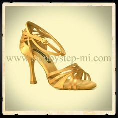 Sandalo in raso bronzo #stepbystep #scarpedaballo #danceshoes #sandali #sandal #salsa #bachata #kizomba #tango #raso