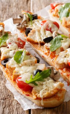 Pizza baguette à la mozzarella - Snacks - Quick Recipes, Pizza Recipes, New Recipes, Pizza Snacks, Vegetarian Appetizers, Appetizer Recipes, Vegetarian Recipes, Mozzarella, Pizza Baguette