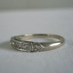 Looks like my wedding set. I would like this to have 4 stones for my kids and be a mother's ring