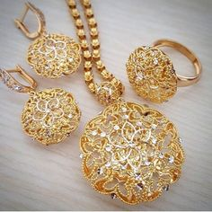 Gold Rings Jewelry, Gold Jewelry Simple, Jewelry Design Earrings, Gold Earrings Designs, Gold Jewellery Design, Heart Jewelry, Bridal Jewelry, Jewelery, Gold Necklace