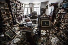 Joaquim Sousa Pereira já não lê os 50 mil livros que juntou, mas o prédio foi vendido e a família tem de tirar todas as histórias do apartamento. Os que não conseguiram resgatar estão a oferecer.