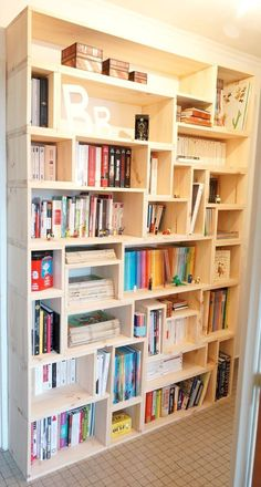 5 Make a custom wood bookcase simphome Crate Bookcase, Wooden Bookcase, Wood Shelves, Floating Shelves, Corner Shelves, Glass Shelves, Crate Shelving, Homemade Bookshelves, Cool Bookshelves