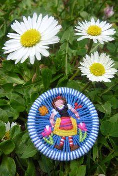 Zu Besuch bei ........ - Zwirnknöpfe Sabine Krump Fancy Buttons, Diy Buttons, Button Art, Button Crafts, Dorset Buttons, Baubles And Beads, Passementerie, Wooden Rings, Cute Crafts