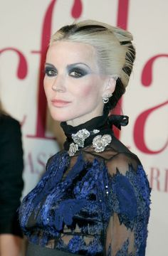 I don't know who this is, but I really dig her hair. It reminds me of Narcissa Malfoy's hair, which I also dug.