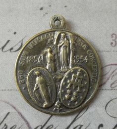 Vintage Our Lady Of Lourdes 100th Anniversary & The Venerable Pope Pius IX, X, XII Religious Holy Medal Blessed Virgin Mary Made In Italy
