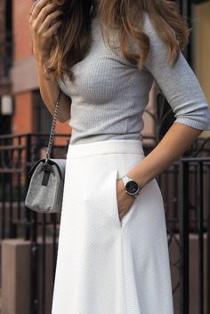 Classy and elegant New York Outfit. White Skirt form Madeleine, grey turtleneck, silver watch from Nicole Vienna and grey purse