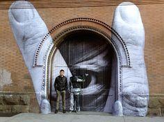 Liu Bolin expert camouflagioligist -  amazing door