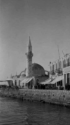 Old Fashioned Photos, Islamic Architecture, City Landscape, Historian, Statue Of Liberty, Istanbul, Greece, Home And Garden, Country
