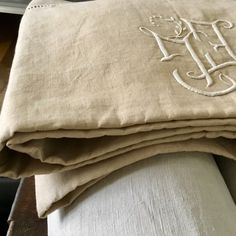 XL UNUSED French pure linen sheet, hand embroidered monogram, hem and drawnwork. Linen Sheets, Natural Linen, French Antiques, Hand Sewing, Bed Pillows, Pure Products, Cool Stuff, Monogram, Embroidery