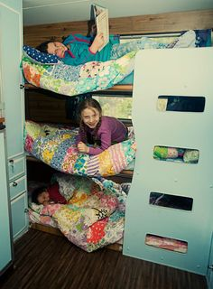 From FoxsLane.blogspot.com -- a triple bunk in their caravan! Very clever!