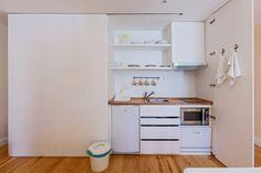 Veja este anúncio incrível na Airbnb: Lovely studio with balcony -central - Apartamentos para Alugar em Porto