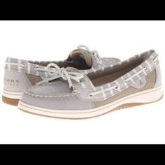 Sperry Top Sider Sperry Top Sider in Women's size 6. In super excellent condition. I will take pictures of the actual shoes later today and post them. Sperry Top-Sider Shoes