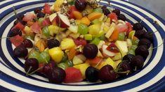 Sommer Früchtesalat mit gerösteten Sonnenblumenkernen