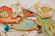 Piccolecose: Decorazioni con uccellini in legno incisi con pirografo