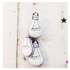"""Leuchtkissen """"Light Bulb Pink""""   Bei Dunkelheit leuchtendes """"Light Bulb"""" Kissen mit pinkem Kabel"""