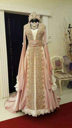 henna organization pictures, henna night, henna organization … – About Wedding Dresses Pretty Outfits, Pretty Dresses, Beautiful Outfits, Bridal Outfits, Bridal Dresses, Prom Dresses, Turkish Wedding Dress, Caftan Gallery, Muslim Wedding Dresses