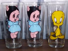 LOONEY TUNES Pepsi 1973 Warner Bros. Inc. collector series glasses by ShopOfCraftsByMyrna #Petuniapigdecor #Tweetybirddecor #vintageglassware #antiqueglasses