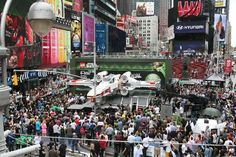 World's largest Lego unveiled Thousands gathered in New York City's Times Square on May 22 to watch the unveiling of the world's largest LEGO model, a 1:1 replica of the LEGO Star Wars X-wing Starfighter that took 32 model builders, 5.3 million LEGO bricks and over 17,000 hours to complete.