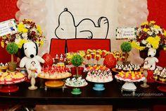 Snoopy é um personagem de desenho animado muito querido. Um ótimo tema de aniversário infantil.