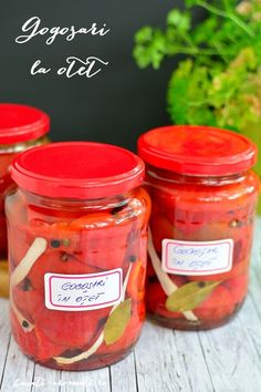 Pickled pepper with vinegar with spices (in Romanian) Side Recipes, Vegan Recipes, Homemade Pickles, Romanian Food, Vegetable Sides, How To Make Homemade, Vinegar, Spices, Food And Drink