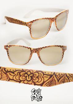Κάθε ζευγάρι γυαλιών ηλίου Uglybell είναι μοναδικό, ζωγραφισμένο στο χέρι, με άριστης ποιότητας υλικά και έμφαση στην λεπτομέρεια. Sunglasses Case, Hand Painted, Eyes, Fashion, Moda, Fashion Styles, Fashion Illustrations, Cat Eyes