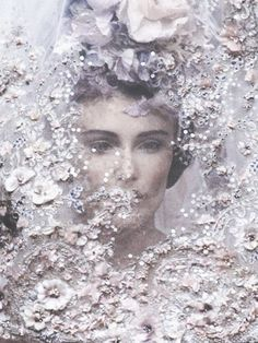 Behind the veil: the famous bride at the finale of Christian Lacroix Haute Couture S/S 1996 Christian Lacroix, Couture Details, Fashion Details, Fashion Design, Floral Fashion, Sarah Jessica Parker, Use E Abuse, Couture Embroidery, Couture Embellishment