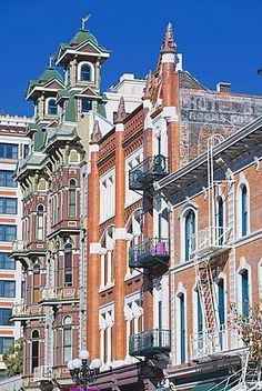 Edificios de la 5ª Avenida, el distrito de Gaslamp, San Diego, California…