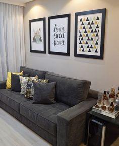 La imagen puede contener: sala de estar, tabla e interior Living Room Decor Cozy, New Living Room, Interior Design Living Room, Living Room Designs, Bedroom Decor, Apartment Sofa, Home Decor Furniture, Home Decor Inspiration, Decoration