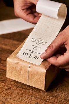 Kraft Packaging, Packaging Stickers, Coffee Packaging, Coffee Branding, Food Packaging, Coffee Labels, Chocolate Packaging, Bottle Packaging, Beer Labels