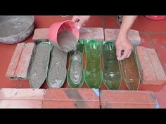 Plastic Bottles And Cement - Ideas Making Cement Flower Pots At Home For You Cement Flower Pots, Cement Garden, Cement Art, Cement Planters, Concrete Pots, Concrete Crafts, Diy Planters, Plastic Bottle Flowers, Plastic Bottle Crafts