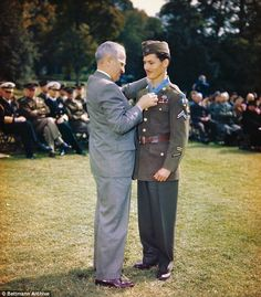 Desmond Doss receiving the Medal of Honor from President Truman, Washington D.C, 12 October Doss rescued 75 men on Hacksaw Ridge, Okinawa, becoming the conscientious objector to win the Medal of Honor Medal Of Honor Winners, Medal Of Honor Recipients, Desmond Doss, Alabama, Harry Truman, Seventh Day Adventist, History Online, American Presidents, American History