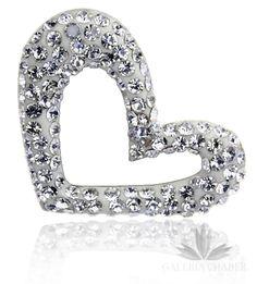 Zawieszka wykonana ze srebra próby 925. W wyrobie osadzono na specjalnej białej masie kryształki swarovskiego w kolorze białym. Całość dzięki oryginalnie umieszczonemu uchwytowi ciekawie prezentuje się na łańcuszku. Wysokość zawieszki to około 2,3 cm, szerokość 2,2 cm. Najlepiej prezentuje się na gładkim, żmijkowatym łańcuszku.